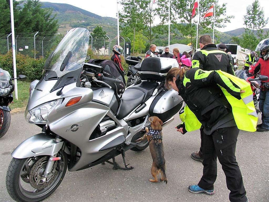 Belén Fariña dice a Vulcan que suba a la moto