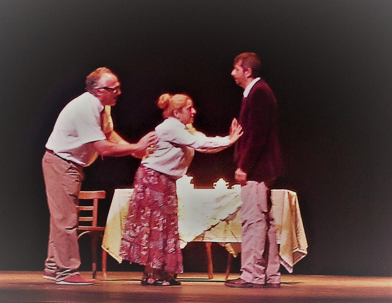 """En Familia"": teatro aficionado de talla profesional"