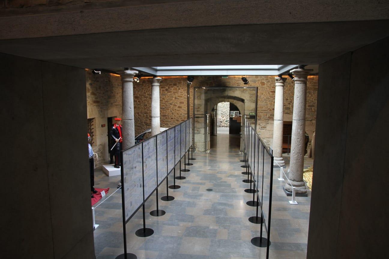 El Museo del Bierzo mantiene abierta hasta el 31 de enero la Exposición filatélica policial de Manuel Moral