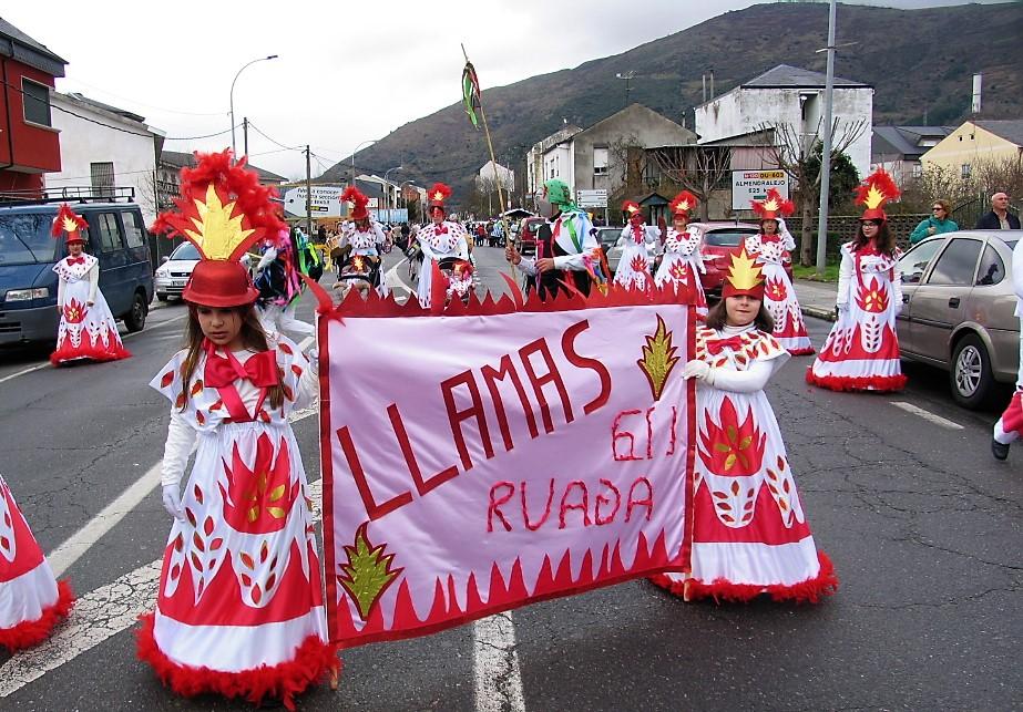 Comparsa A Ruada durante el desfile