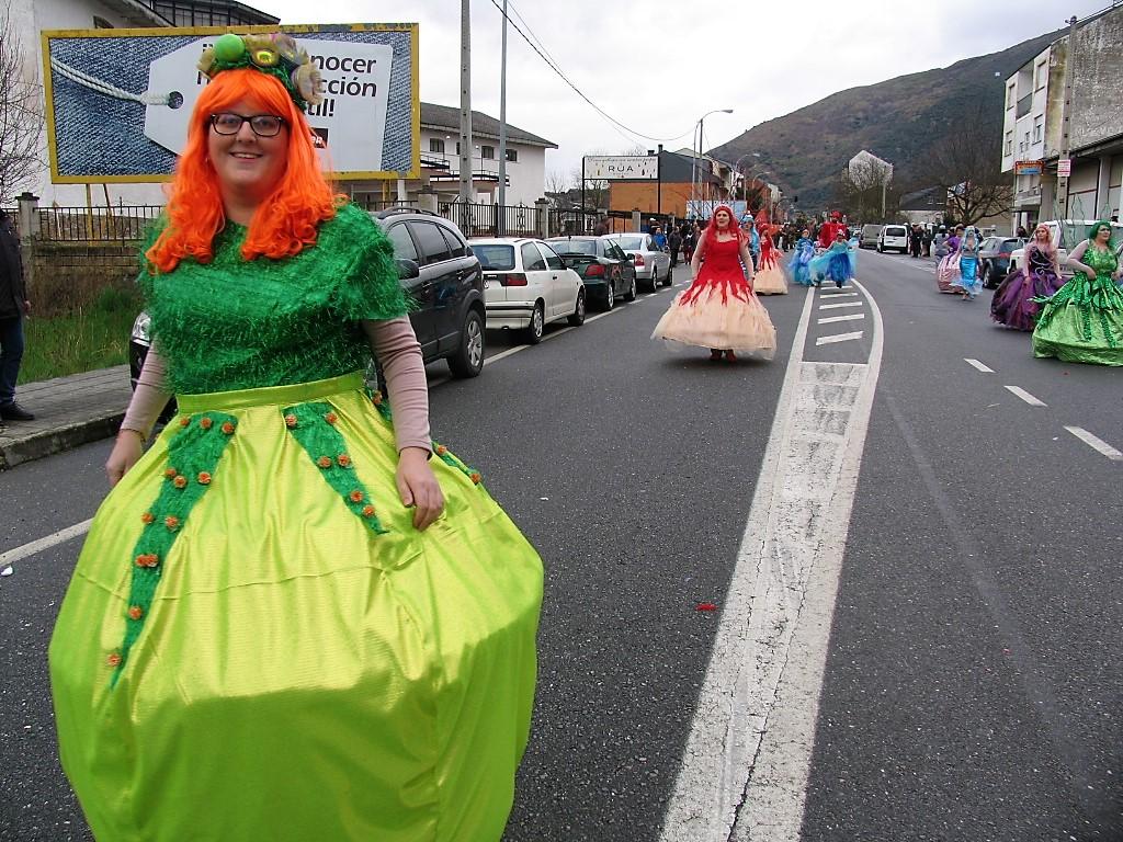 desfile a rua entroido