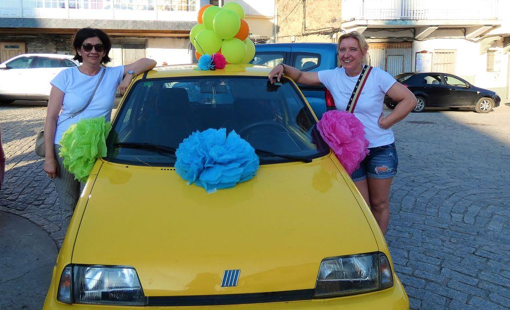 """""""San Cristóbal"""" dio su bendición a un animado desfile de coches en A Rúa"""