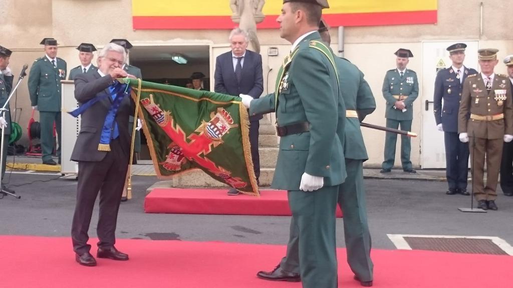 Distinción a la Guardia Civil en el 175 aniversario de su fundación