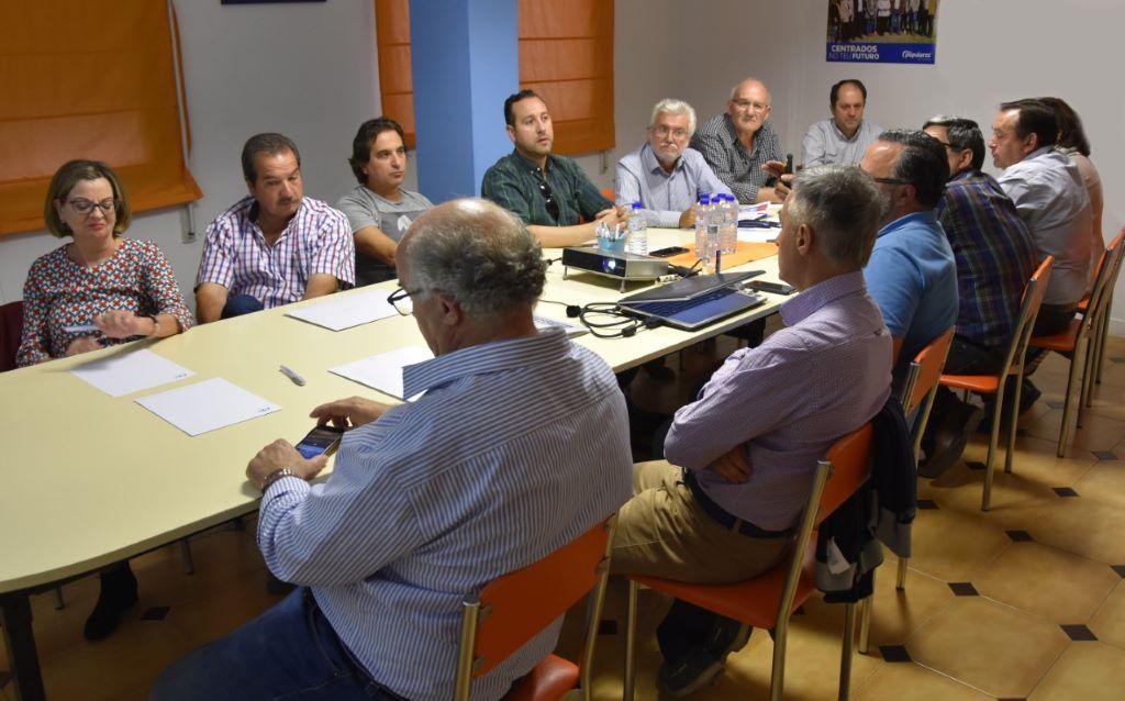 El PP se reúne con la agrupación de Valdeorras para trazar la campaña