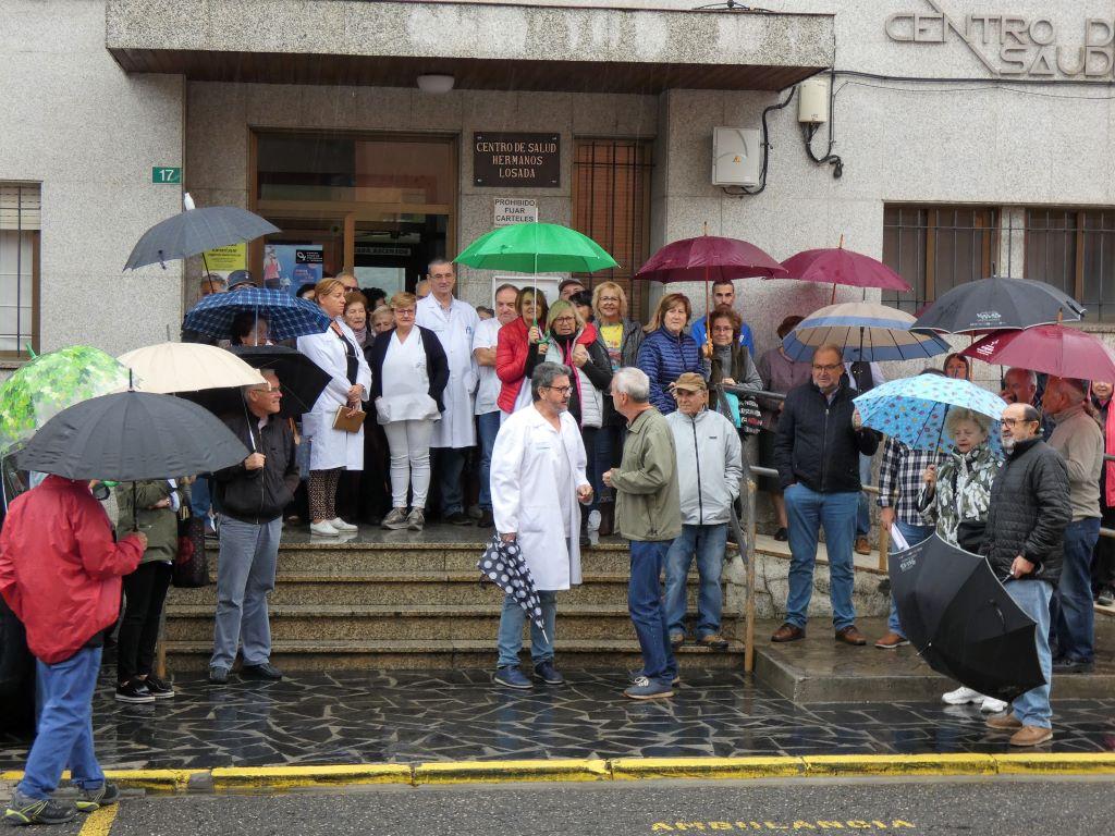 """La """"Plataforma"""" de A Rúa recuerda los 20 años de espera por el centro de salud"""
