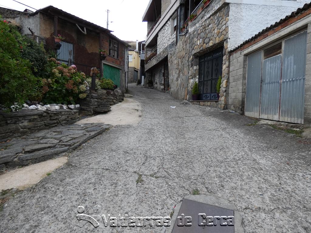 Vilamartín recibe fondos para restaurar una calle en Correxais
