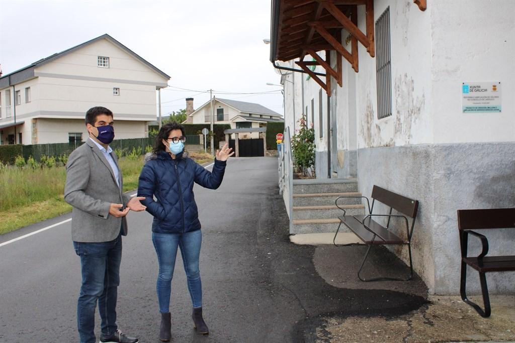 Gabriel Alén visitó la reforma del velatorio municipal de Larouco