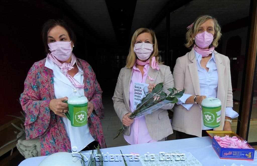 Valdeorras se tiñe de rosa contra el cáncer de mama: así se vivió en A Rúa